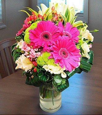 Arrangement in Vase Pinks
